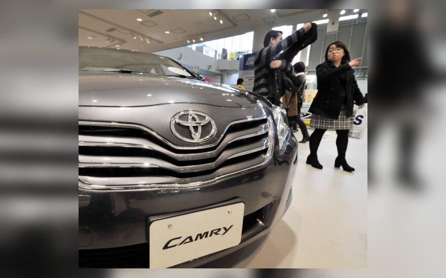 """""""Toyota"""" finansinius metus tikisi užbaigti pelningai"""