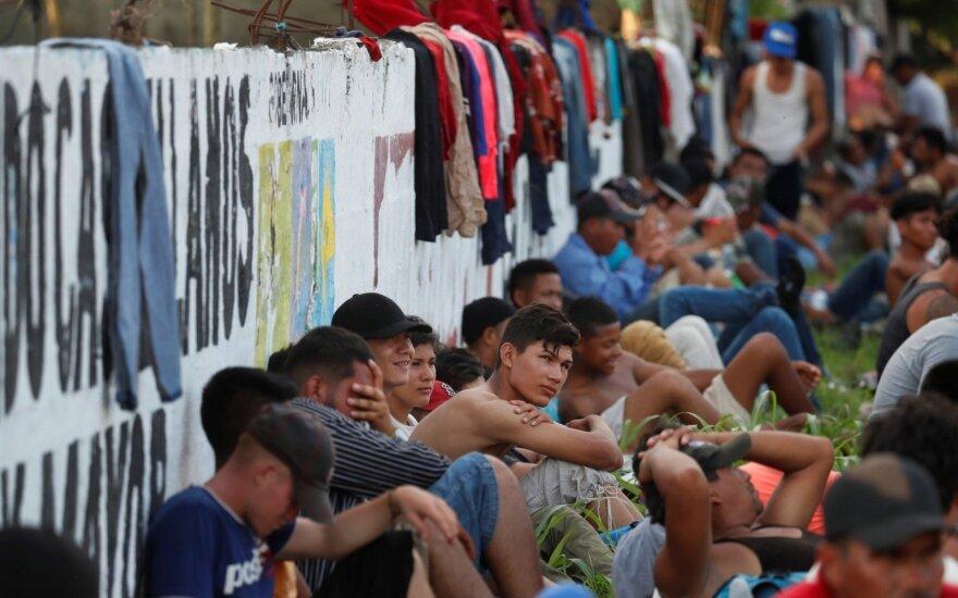 JAV į pasienį su Meksika siunčia daugiau nei 5 tūkst. karių