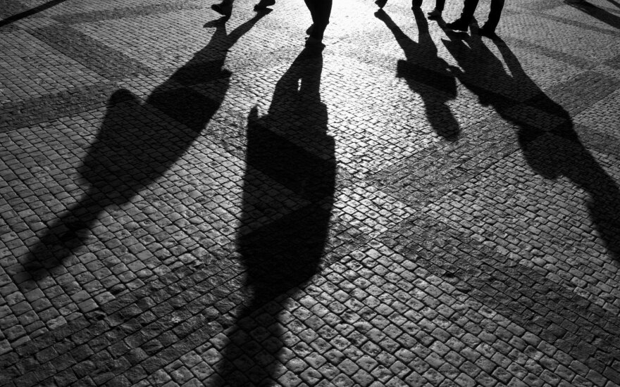 Lithuanians far behind Estonians and Latvians in perceptions of shadow economy