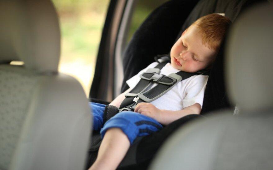 Vaikas automobilyje, vaikiška kėdutė