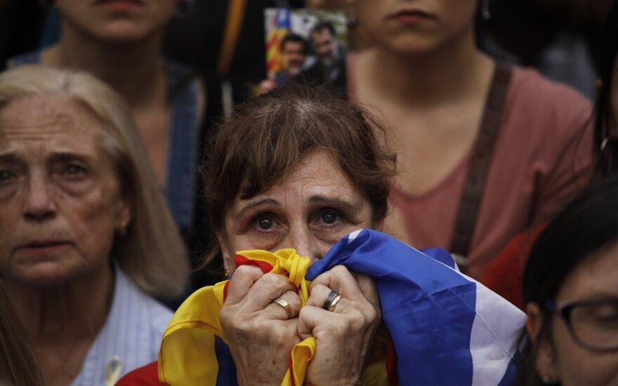 M. Rajoy atstatydina Katalonijos vyriausybę, paleidžia parlamentą ir skelbia rinkimus