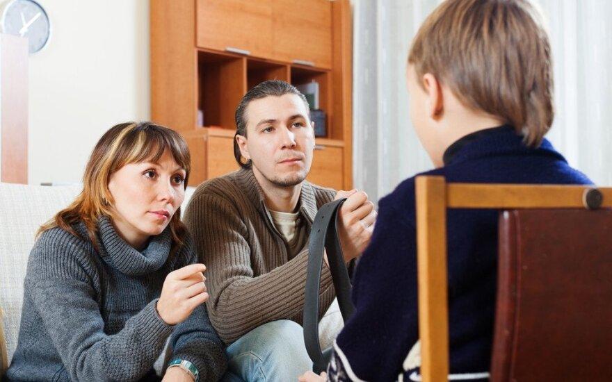 Ką daryti, kai paauglys sugriauna jūsų pasitikėjimą? 5 efektyvūs patarimai