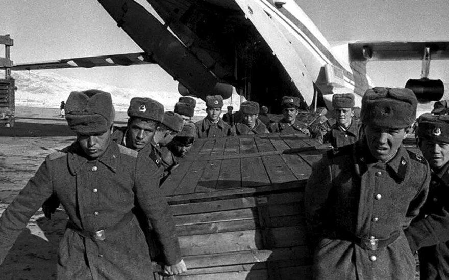 Karstai su Afganistane žuvusiųjų kūnais atvyksta į Sovietų Sąjungą