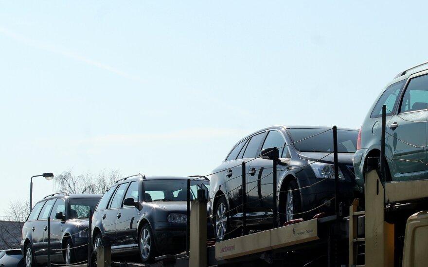 Triukai, kuriuos naudoja naudotų automobilių pardavėjai: patarė, kaip neapsigauti