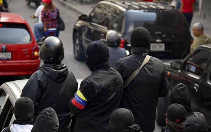 Venesueloje atkurtas elektros tiekimas, viešasis sektorius grįžta į darbą