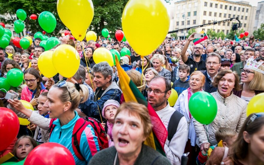 Lithuanians around world gather to sing national anthem on Coronation day