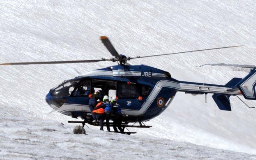 Prancūzijos Alpėse nuslinkus lavinai žuvo garsus medikas, dar keturi slidininkai sužeisti