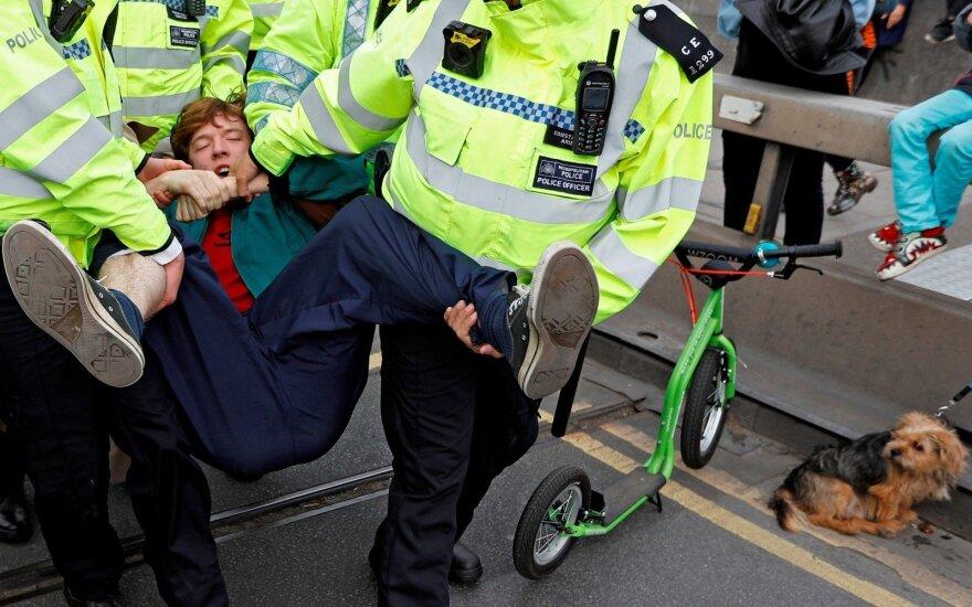 Londoną paralyžiavo protestai, sulaikyta beveik 300 žmonių