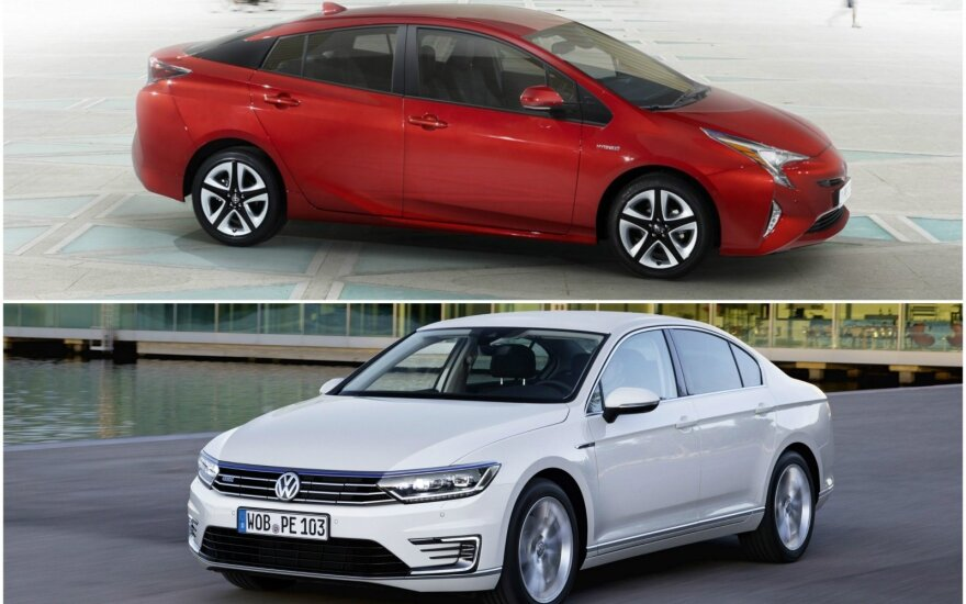 """""""Toyota Prius"""" ir """"Volkswagen Passat"""""""