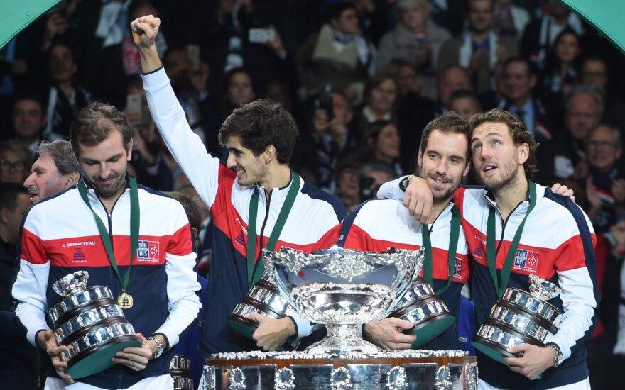 Pergale džiaugiasi Julienas Benneteau, Pierre-Hugues Herbertas, Richardas Gasquetas ir Lucas Pouille
