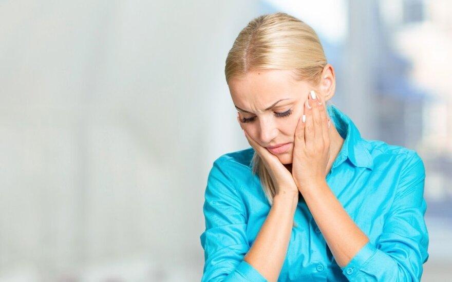 Kankinausi iš skausmo, o gydytoja užsirakinusi ramiai sau gėrė kavą