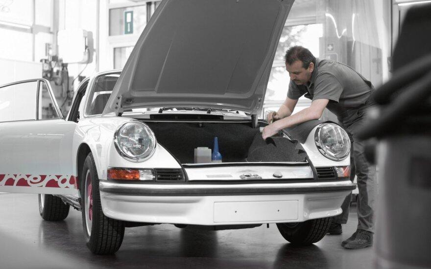 """""""Porsche"""" centras Lietuvoje remontuos klasikinius automobilius"""