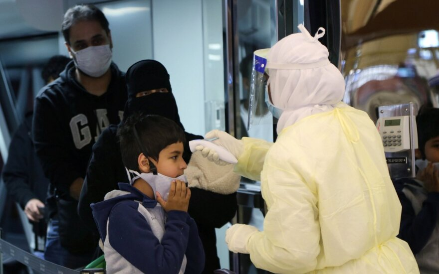 Ekspertai spėja, kad naujasis koronavirusas gali plisti per virškinimo sistemą