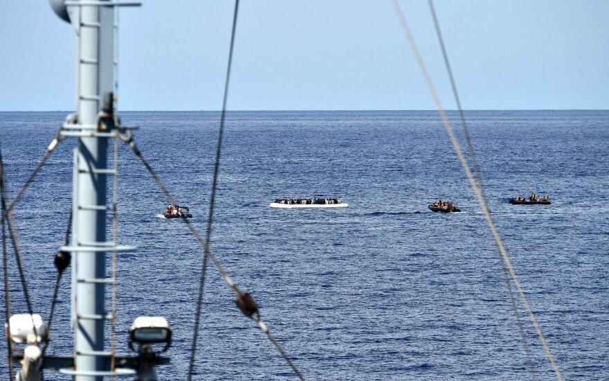 R. Vaitkus apie pagrobtus jūrininkus: naujienų neturime, bet laivo įgula saugi