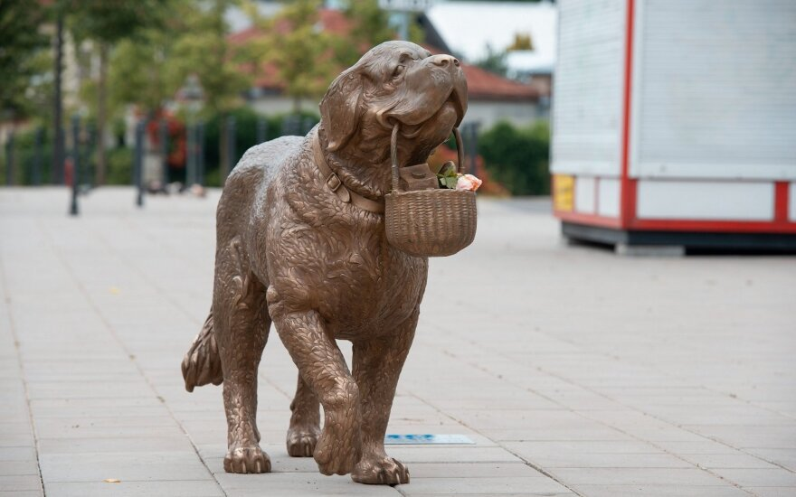 Smartest dog in Kaunas immortalized in bronze