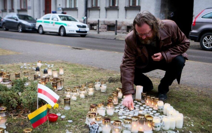 Už ukrainiečius - lietuvių maldos, žvakelės ir pliušiniai žaislai