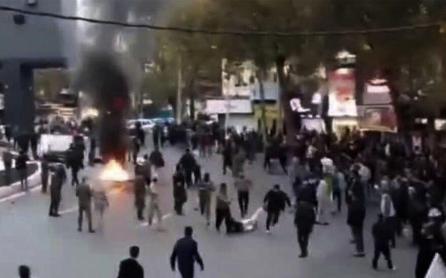 Iraną nusiaubė protestų banga