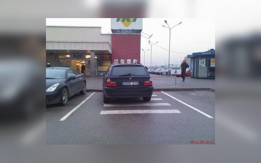 Kaune, Žemaičių pl. 23, prie IKI. 2009-12-05, 10.11 val.