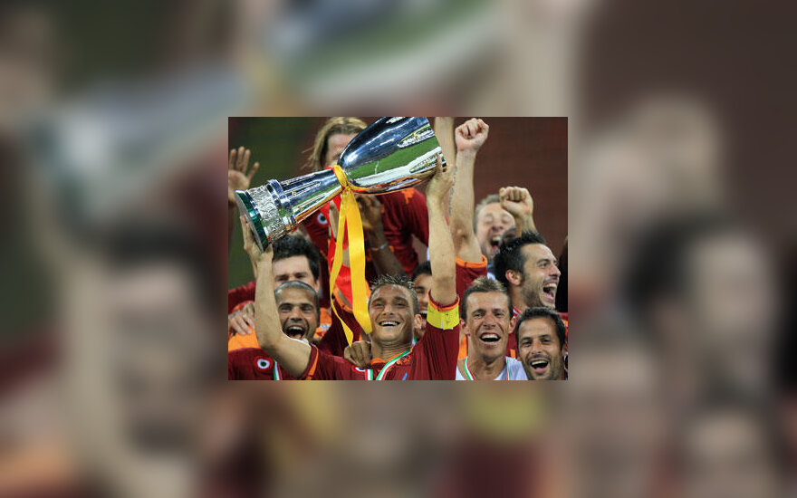 """""""AS Roma"""" futbolininkai iškovojo Italijos supertaurę"""