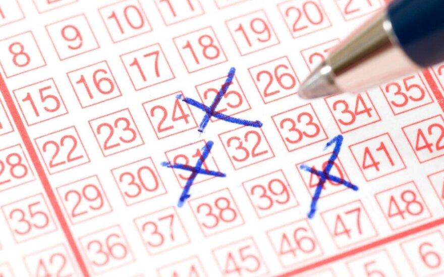 """JAV loterijoje """"Powerball"""" vienintelis bilietas išlošė rekordinį prizą"""
