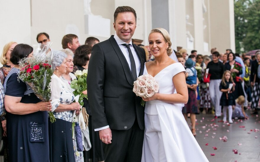 Romano vertą Elenos Puidokaitės-Atlantos meilės istoriją vainikavo vestuvės: jaunajai pasiruošti padėjo garsūs draugai