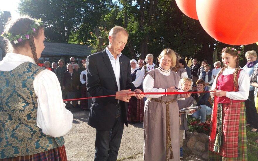 Valkininkuose atidaryti nauji namai bendruomenei
