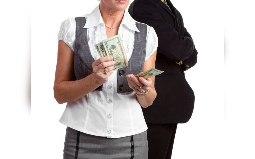 """<font color=""""#6699cc""""><strong>Sveikiname nugalėtojus!</strong></font> Ar kenkia tarpusavio santykiams, jei moteris šeimoje uždirba daugiau nei vyras?"""