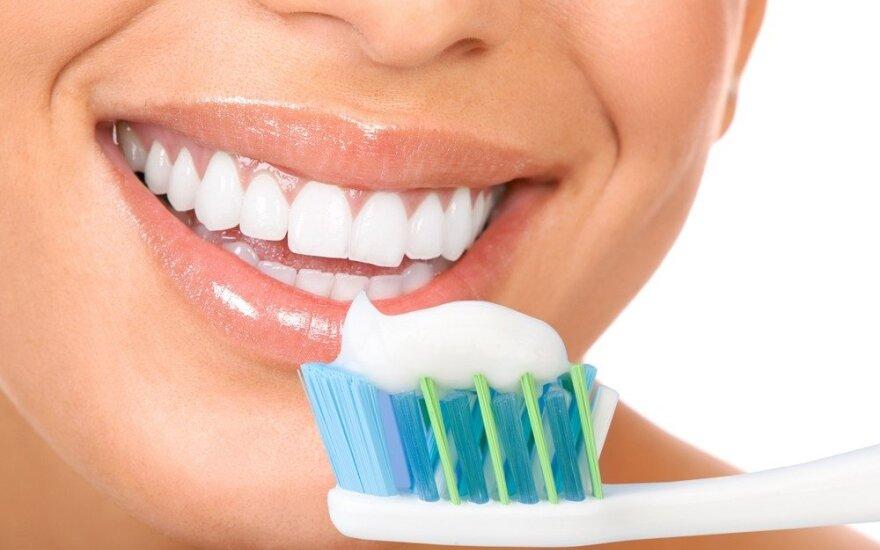 12 patarimų dantų priežiūrai atostogų metu