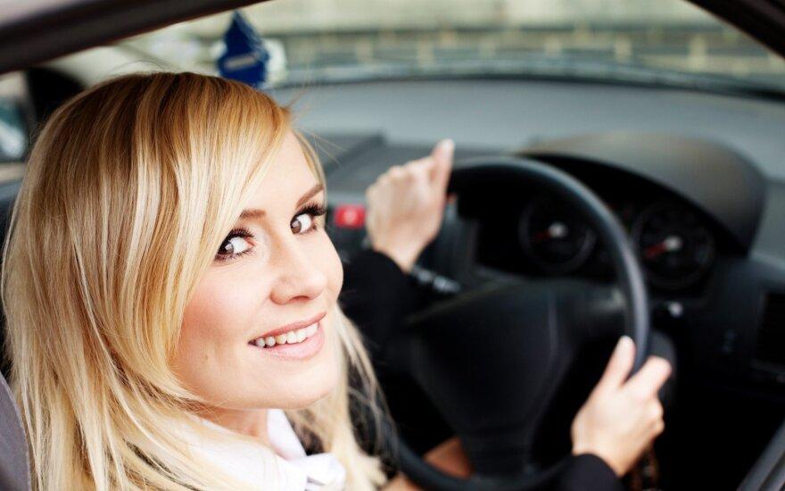 Legalizuojami automobiliai su vairu dešinėje: specialistai negaili perspėjimų