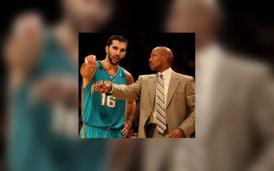 "Predragas Stojakovičius kalbasi su ""Hornets"" treneriu Byronu Scottu"