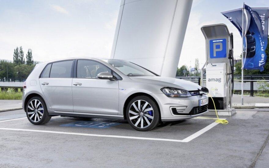 """Į Lietuvą atkeliauja """"Volkswagen Golf GTE"""" hibridas"""
