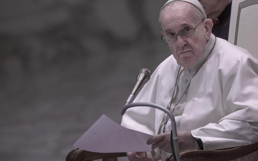 Vatikanas nutraukė tylą: paaiškino popiežiaus komentarus apie civilines sąjungas