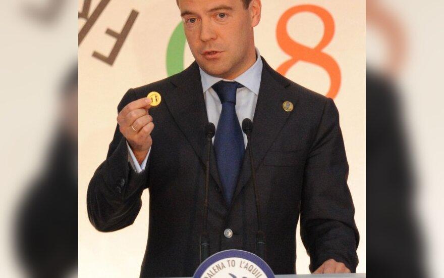 D.Medvedevas pademonstravo žurnalistams būsimą pasaulinės valiutos pavyzdį