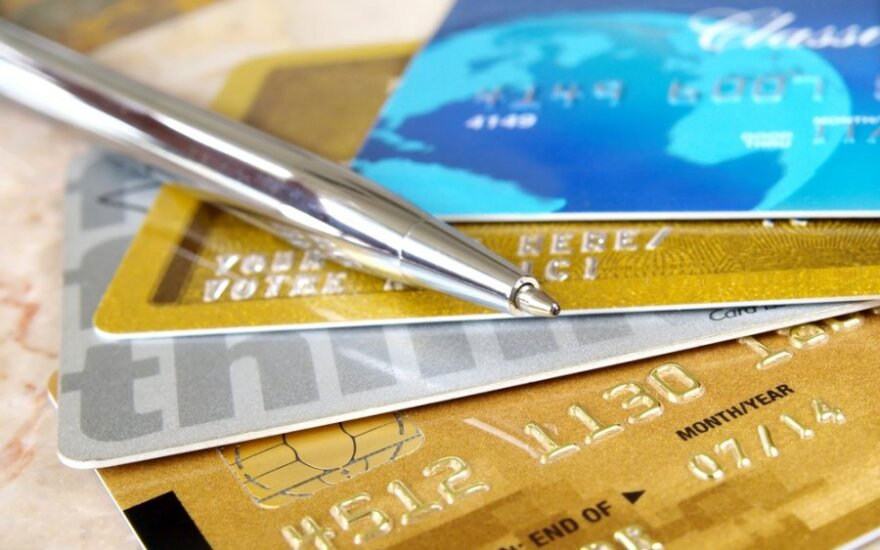 Didžioji Britanija draus kreditinėmis kortelėmis atsiskaityti už lošimo paslaugas