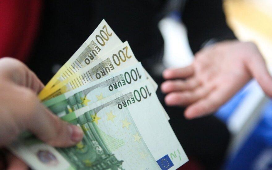 Skolinimosi rinkoje populiarėja tarpusavio skolinimasis