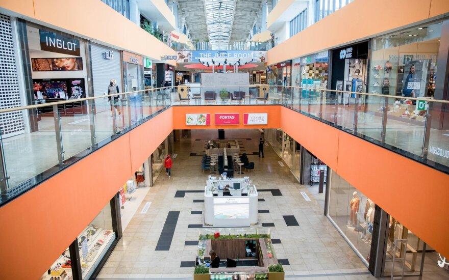 Prekybos centrai: pasiekti buvusius lankytojų srautus reikės laiko