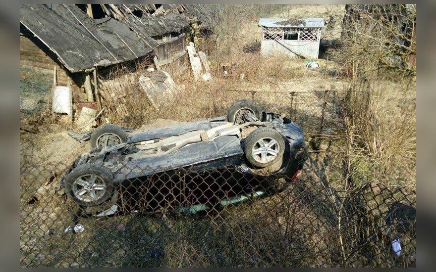 """Dar vienas BMW nuskrido nuo kelio, policijos manymu, kaltas """"klevo"""" greitis"""