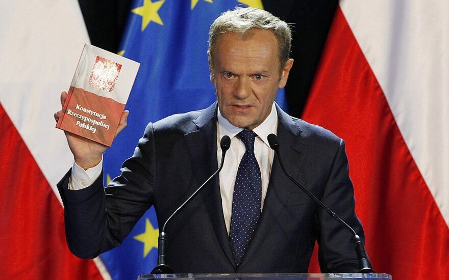 Lenkijai minint Konstitucijos dieną Tuskas išsakė kritikos vyriausybei