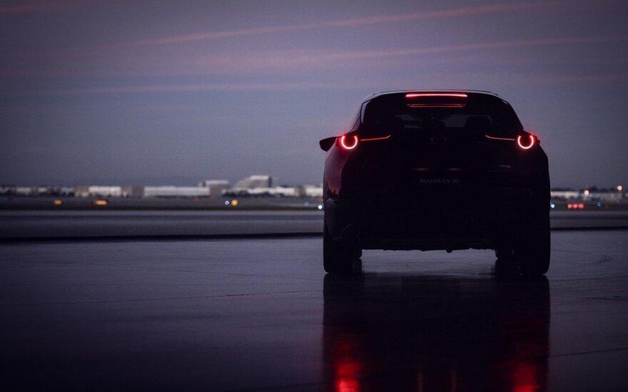 """Ženevoje """"Mazda"""" pristatė naująjį CX-30"""