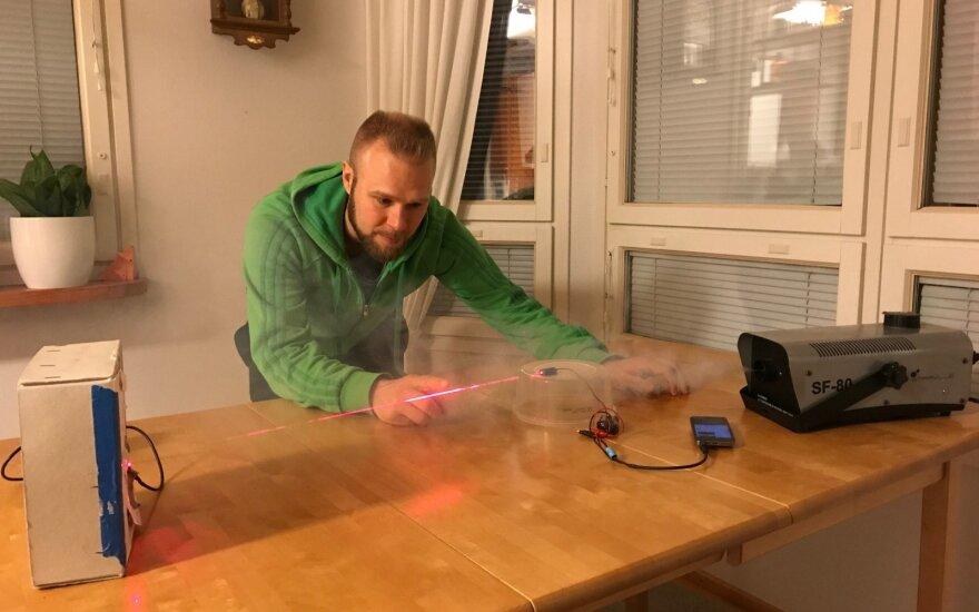 Eksperimentas su lazeriu