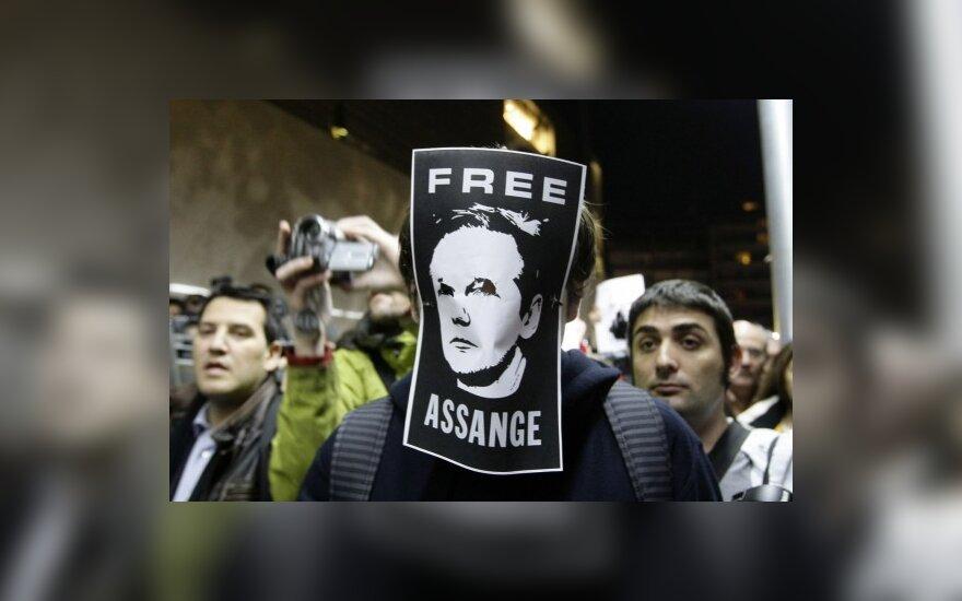 """Baltijos šalių žurnalistams svarbiausi 2010-ųjų įvykiai - """"WikiLeaks"""", eurokrizė ir Smolensko tragedija"""