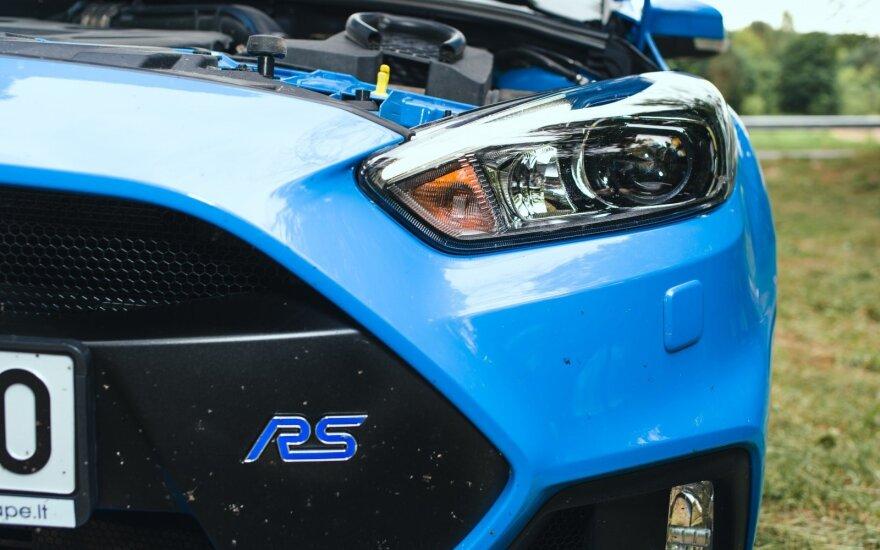 """Labiausiai """"jaudinančiu"""" motoru pripažintas """"Ford Focus RS"""" montuojamas 2.3 litro 350 AG agregatas"""