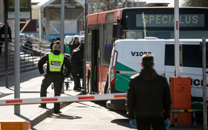 Surplys ragina pranešti apie nesilaikančius karantino: priduokime juos policijai
