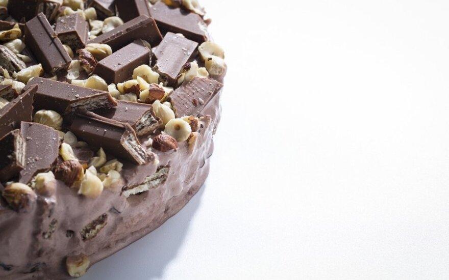 Šokoladinis tortas su riešutais ir vafliais