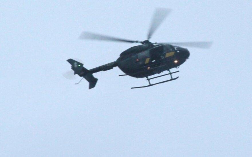 Kariai su sraigtasparniu ieško Baltijos jūroje dingusių žvejų
