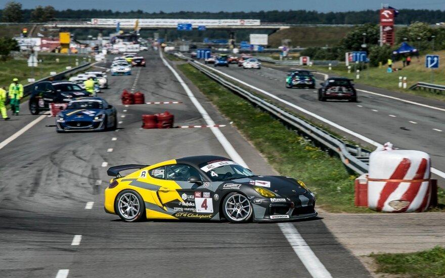 """""""Porsche"""" komanda šturmuos žiedinių lenktynių trasas"""
