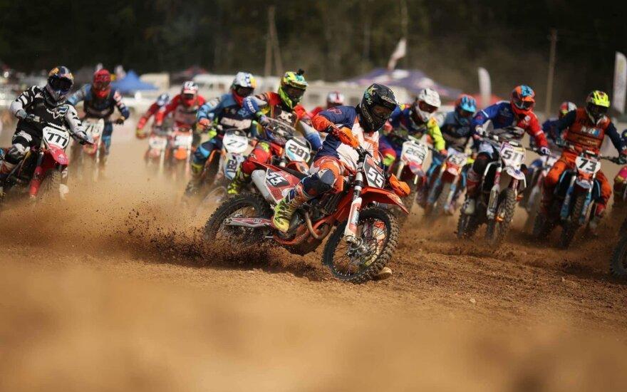 Arminas Jasikonis ruošiasi dar vienam motociklų kroso etapui