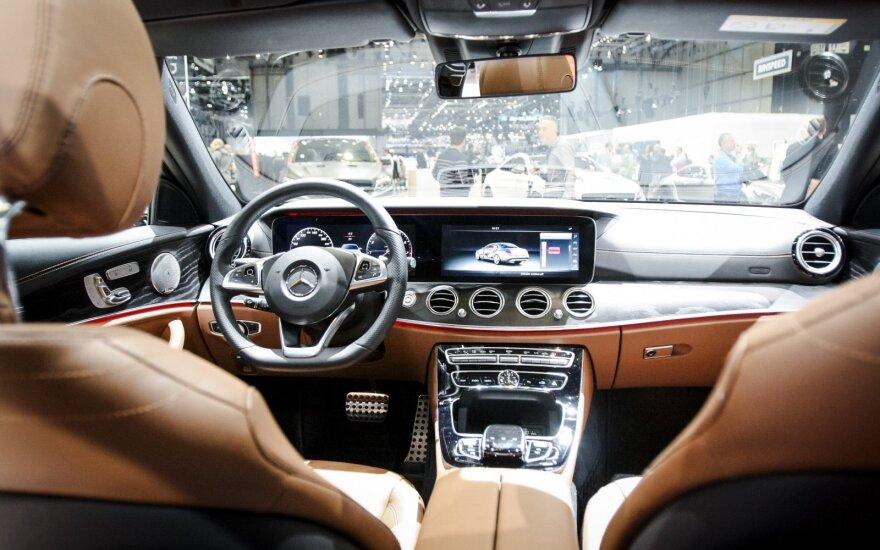 """Pirmieji įspūdžiai įsėdus į """"Mercedes-Benz E"""": inžinieriai nusipelnė pagarbos"""