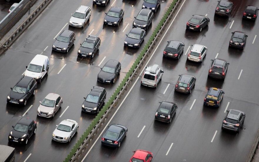 Paaiškino, ką blogai daro tie, kurie važiuoja lėčiau nei leidžiama