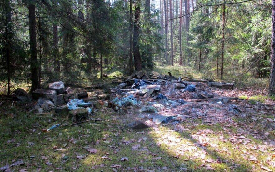 Kaip gali tokių sąvartynų nepastebėti miškininkai?